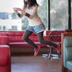 تصاویر زیبا از دختری که پرواز می کند