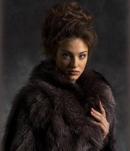 دانلود طرح و قالب زیبا برای عکس خانم ها Women's Photoshop template - Beautiful girl,beautiful coat