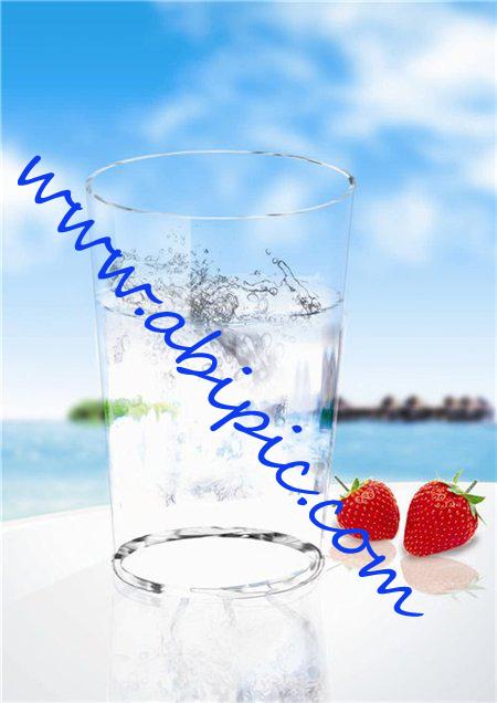 دانلود طرح لایه باز PSD یک لیوان آب سرد Glass of Cool Water
